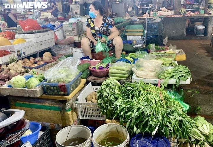 Hà Nội kéo dài giãn cách thêm 15 ngày, dân không còn đổ xô mua đồ tích trữ