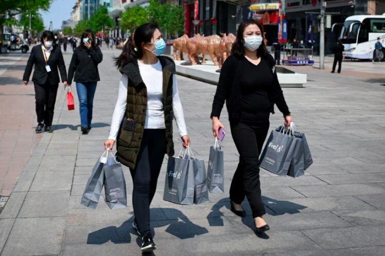 Lao vào chứng khoán, nhà đất, nhiều hộ gia đình Trung Quốc nợ nần chồng chất