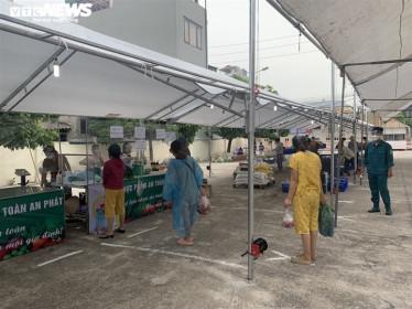 Chợ lưu động giá cả bình ổn, dân Hà Nội thoải mái chọn mua