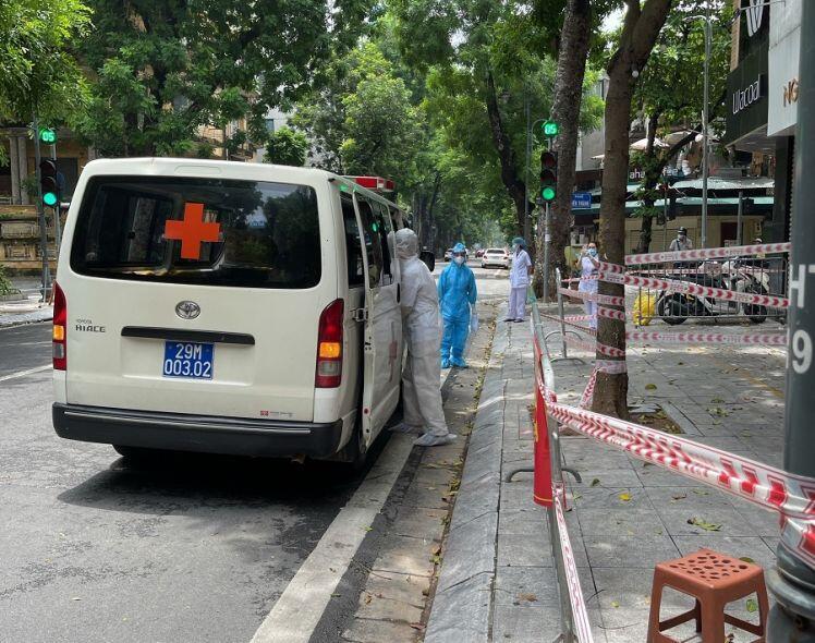 Quận Hai Bà Trưng: Phong tỏa tạm thời khu vực tại phố Bà Triệu do có các ca bệnh Covid-19