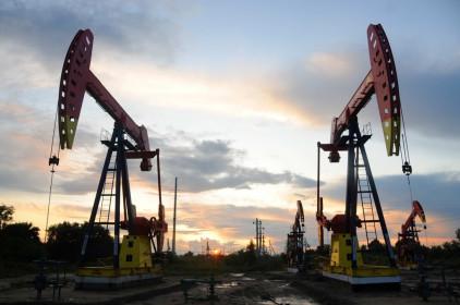 Giá xăng dầu trượt về mức thấp nhất 4 tháng