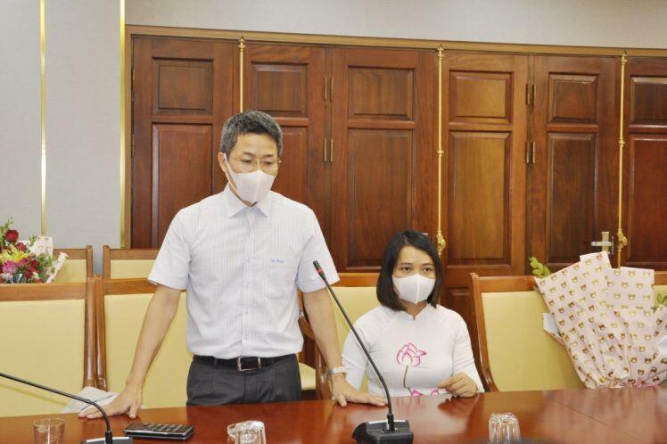 Văn Phú - Invest tặng 30.000 bộ kit xét nghiệm nhanh Covid-19 cho TP Hạ Long