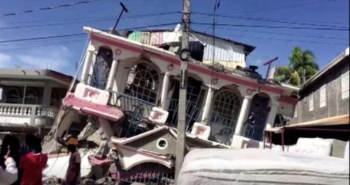 Động đất tại Haiti, hơn 300 người chết