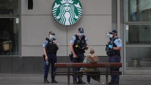 Australia: Ra đường không có lý do chính đáng sẽ bị phạt đến 3.700 USD