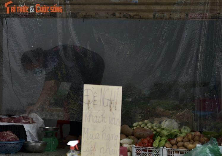 Nhà hàng, quán ăn sang chảnh chuyển qua bán rau, củ quả, đồ thiết yếu