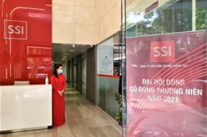 SSI: Cổ đông lớn nhất muốn bán 15.3 triệu cổ phiếu giữa bối cảnh cổ phiếu vượt đỉnh