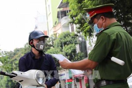 Giảm nguy cơ lây nhiễm tại các chốt kiểm soát dịch COVID-19 ở Hà Nội