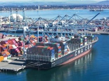 Số tàu container mắc kẹt tại cảng biển Mỹ lên sát mức kỷ lục