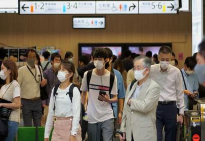 """Nhật Bản cảnh báo """"thảm họa"""" Covid-19 khi lần đầu tiên vượt 23.000 ca nhiễm trong ngày"""