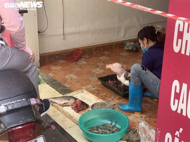 Nở rộ kiểu bán rau củ quả, thịt cá ngay trong nhà chưa từng thấy ở Hà Nội