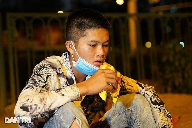 """Hết tiền thuê trọ, nhiều lao động tự do bị """"mắc kẹt"""" ở Hà Nội"""