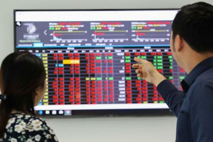 VIC và VCB giảm trở lại, cổ phiếu chứng khoán đồng loạt bứt phá