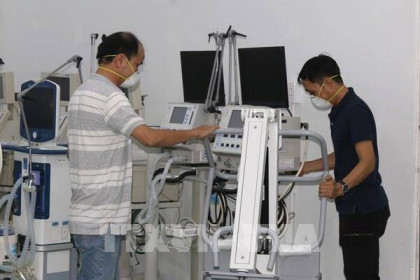 Chuyển 200 máy thở vừa tiếp nhận vào Tp Hồ Chí Minh và các tỉnh phía Nam