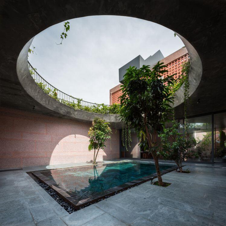 Báo Mỹ trầm trồ ngôi nhà có giếng trời khổng lồ ở An Giang