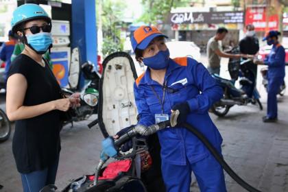 Sản lượng tiêu thụ xăng dầu tháng 8 giảm mạnh