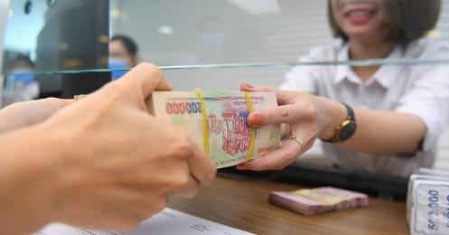 Giảm lãi suất cho vay, ngân hàng và doanh nghiệp 'dìu nhau' tránh cú ngã giữa đại dịch Covid-19