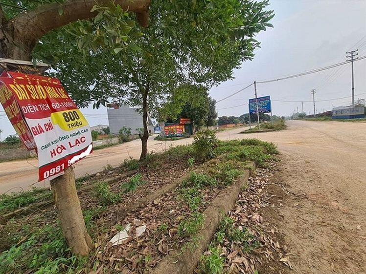 Cắm sổ đỏ vay tiền tỷ ôm đất: Vợ chồng trẻ mất việc, lại lo mất nhà