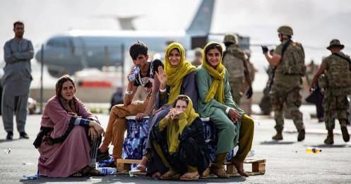 """Châu Âu lo """"bóng ma"""" khủng hoảng tị nạn khi chính phủ Afghanistan sụp đổ"""