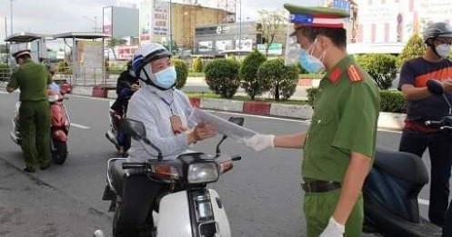 TP.HCM: Hết gas, hết nước uống nhưng phải chờ đại lý có… giấy đi đường