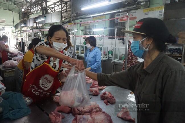 Đà Nẵng: Mở lại chợ, người dân mua hàng qua tổ Covid cộng đồng
